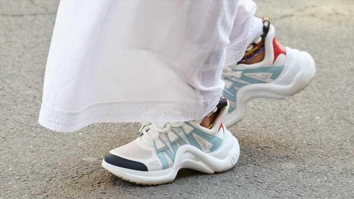 Weiße Sneaker Trend 2021: Diese Modelle tragen wir im Herbst